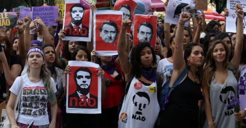 Protesto contra Bolsonaro convocado por mulheres reúne milhares em diversas cidades
