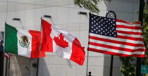Placeholder - loading - Imagem da notícia Em vitória para Trump, acordo entre Canadá e EUA salva Nafta como pacto trilateral