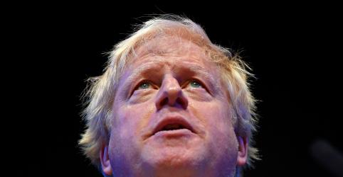 Placeholder - loading - Imagem da notícia Ex-chanceler britânico Johnson diz que planos de May para Brexit são uma afronta