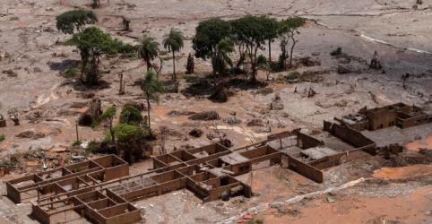 Placeholder - loading - Imagem da notícia Samarco e MP fecham acordo para indenizar moradores de Mariana por desastre