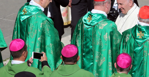 Papa abre reunião de bispos sob sombra de escândalo de abusos sexuais na Igreja