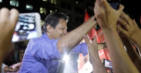 PT se assusta com crescimento de Bolsonaro, mas resiste a tirar Lula do centro das atenções e focar em Haddad