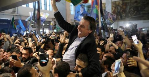Placeholder - loading - Imagem da notícia Em transmissão, Bolsonaro faz apelo por 'voto útil' para vencer no 1º turno