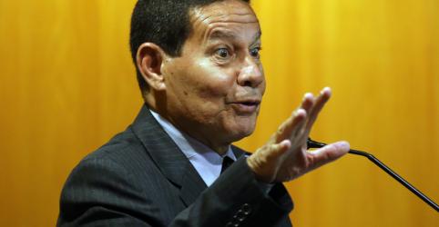 Placeholder - loading - Imagem da notícia Eleição de Bolsonaro pacificará o país, afirma general Mourão