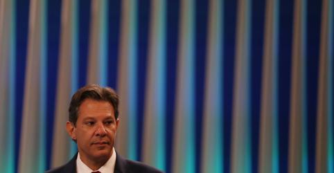 Haddad diz que Bolsonaro tenta vencer agora porque não poderá se esconder de debates no segundo turno