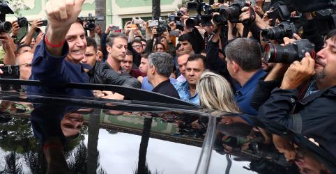 Bolsonaro demonstra confiaça em vitória no 1º turno e diz ter apoio de 350 parlamentares