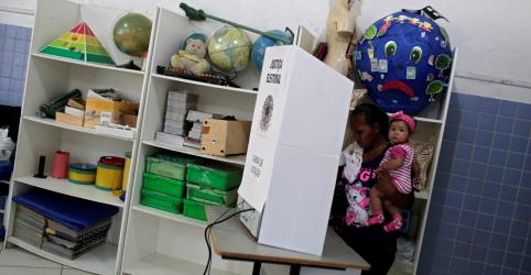 Placeholder - loading - Urnas fecham na maior parte do país, resultados começam a sair às 19h