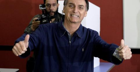 Placeholder - loading - Imagem da notícia Bolsonaro sugere que seria eleito no 1º turno se não houvesse problemas com urnas