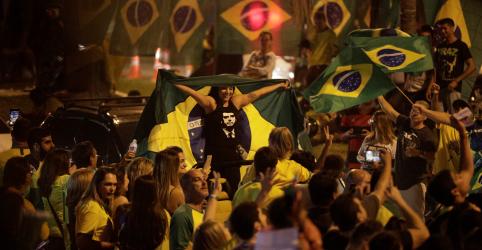 Placeholder - loading - Imagem da notícia Ibovespa dispara 6% após desempenho forte de Bolsonaro no 1º turno das eleições
