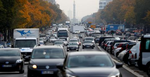 Placeholder - loading - Imagem da notícia Países da UE concordam em buscar corte de 35 por cento em emissões de carros até 2030