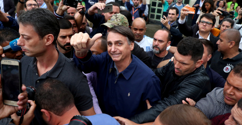 Placeholder - loading - Imagem da notícia Estrangeiros observam ações e não palavras de Bolsonaro para investir no Brasil
