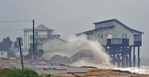 Placeholder - loading - Imagem da notícia Furacão Michael deixa 7 mortos nos EUA; casas são devastadas na Flórida