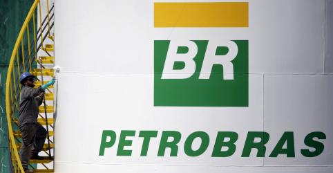 Placeholder - loading - Petrobras reduz gasolina em 3% na semana após queda do dólar com eleições