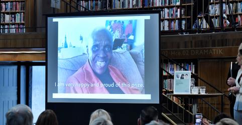 Placeholder - loading - Imagem da notícia Maryse Conde ganha prêmio de literatura alternativo na ausência de Nobel