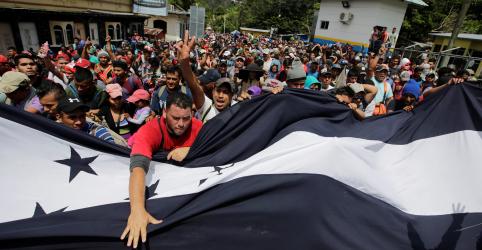 Placeholder - loading - Imagem da notícia Trump ameaça cortar ajuda a Honduras devido a caravana de imigrantes