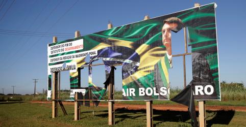 Campanha de Haddad pede ao TSE que declare Bolsonaro e Mourão inelegíveis por outdoors irregulares