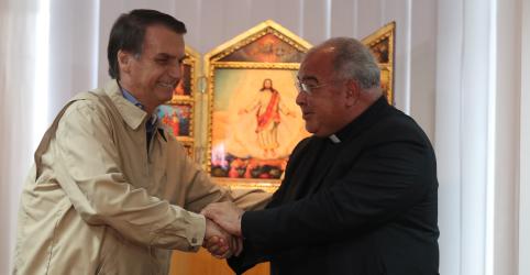 Placeholder - loading - Imagem da notícia Bolsonaro visita arcebispo do Rio e assina compromisso com valores conservadores