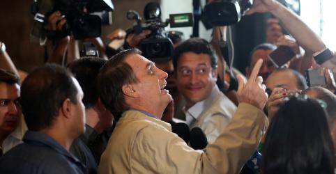 Placeholder - loading - Bolsonaro diz que já está com a mão na faixa presidencial e que PT está apavorado e perdido