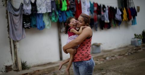 WIDER IMAGE - Mães de bebês afetados por Zika ainda lutam contra dificuldades financeiras e desamparo