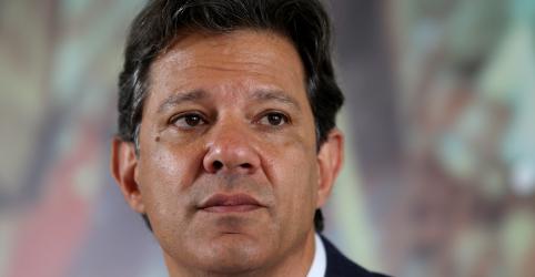 Haddad acusa Bolsonaro de criar organização criminosa para enviar notícias falsas por WhatsApp