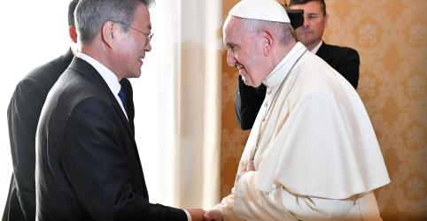 Placeholder - loading - Imagem da notícia Papa recebe convite para visitar Coreia do Norte e indica cogitar viagem