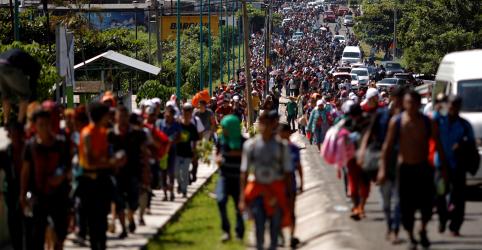 Placeholder - loading - Imagem da notícia Trump diz que avisou Forças Armadas que caravana de imigrantes é emergência nacional