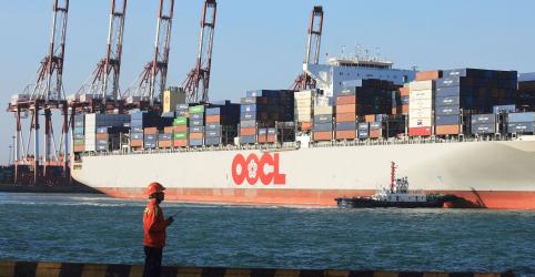 Placeholder - loading - Imagem da notícia Preços de frete marítimo global despencam com guerra comercial entre EUA e China