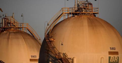 EXCLUSIVO-Petrobras negocia venda de refinaria nos EUA com Chevron, dizem fontes