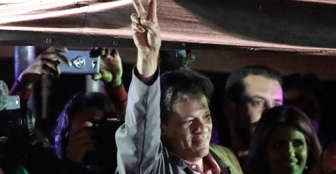 Placeholder - loading - Haddad pede que eleitor indeciso releve erros do PT ao votar no domingo
