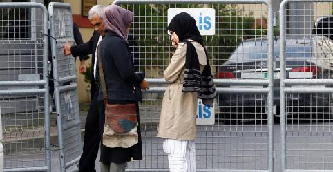 Noiva de Khashoggi diz que jornalista pensou que não seria interrogado no consulado em Istambul