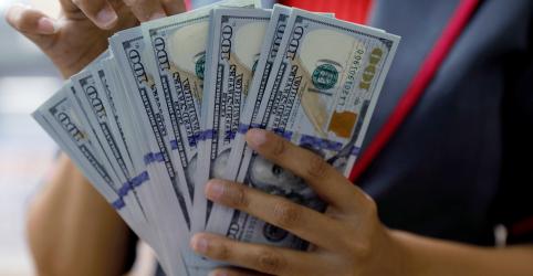 Placeholder - loading - Imagem da notícia Dólar cai ante real com expectativa de vitória de Bolsonaro e exterior fica em segundo plano