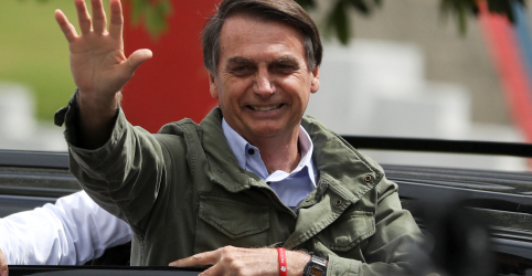 Placeholder - loading - Imagem da notícia Bolsonaro é eleito presidente e promete respeitar a Constituição e unificar o país