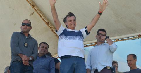 Placeholder - loading - Imagem da notícia Bolsonaro vai a praia para receber homenagem em show aéreo