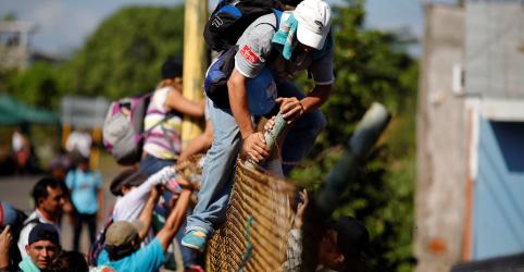 Placeholder - loading - Imagem da notícia Trump diz que tropas não vão atirar contra caravana de migrantes