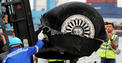 Avião que caiu na Indonésia estava com indicador de velocidade danificado, diz autoridade
