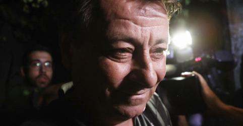 Placeholder - loading - Imagem da notícia Após visita, embaixador italiano diz que Bolsonaro tem 'ideias muito claras' sobre Battisti