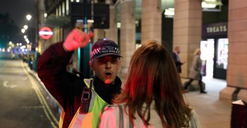 Polícia de Londres fecha quadra perto de parlamento britânico devido a 'incidente em andamento'