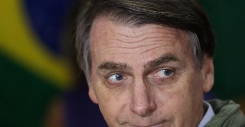 Placeholder - loading - Imagem da notícia Bolsonaro diz que fará 'alguma reforma da Previdência' no começo do governo