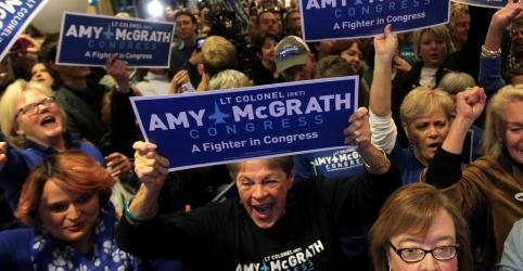 Placeholder - loading - Imagem da notícia Democratas conquistam maioria na Câmara dos EUA, em revés para Trump
