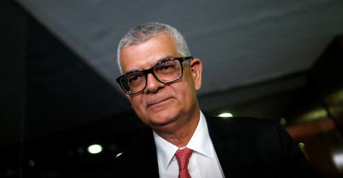 Placeholder - loading - Imagem da notícia Bolsonaro diz que não está prevista permanência de Ivan Monteiro no comando da Petrobras