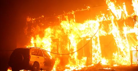 Placeholder - loading - Incêndio florestal provoca devastação e fuga de milhares na Califórnia