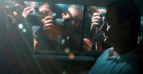 Placeholder - loading - Imagem da notícia PF prende Joesley Batista e ex-ministros da Agricultura em novo desdobramento da Lava Jato