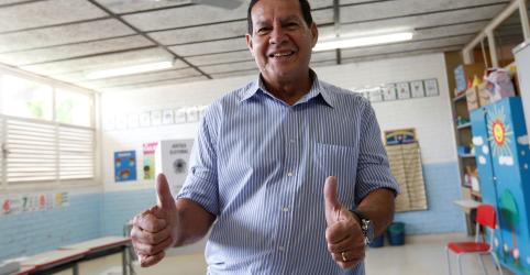Placeholder - loading - Imagem da notícia Mourão se diz 'muito bem impressionado' após reunião com cúpula da Petrobras