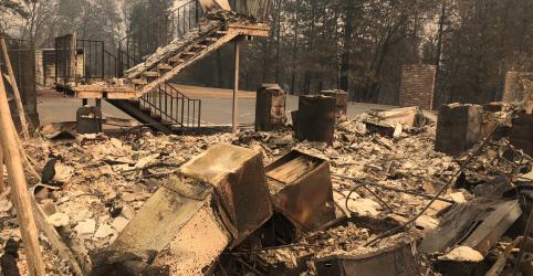 Incêndio florestal fatal na Califórnia cresce e só está 30% contido