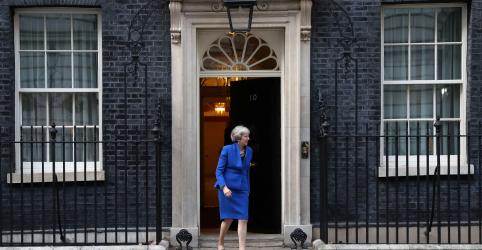 Placeholder - loading - Imagem da notícia Premiê britânica tenta convencer ministros a aceitarem acordo do Brexit