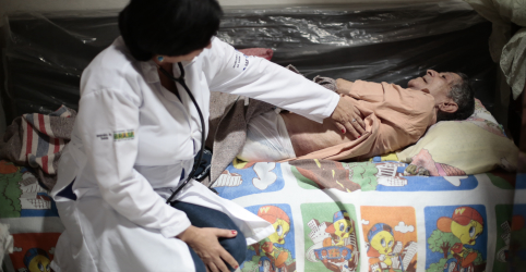 Cuba decide retirar profissionais do Mais Médicos por desentendimento com Bolsonaro