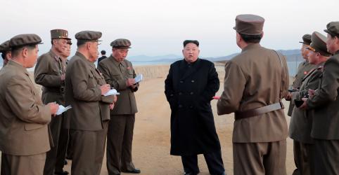 Placeholder - loading - Imagem da notícia Líder norte-coreano inspeciona local de testes de nova arma 'tática'
