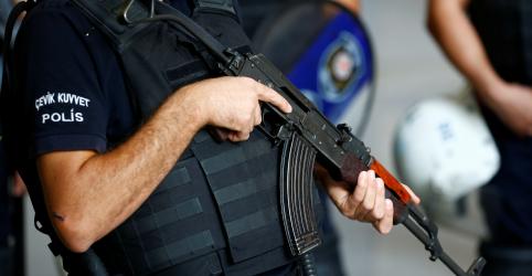 Polícia turca prende 12 pessoas, incluindo acadêmicos, em inquérito sobre tentativa de golpe