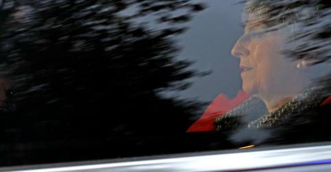Premiê britânica May passará por moção de censura na próxima semana, diz Telegraph
