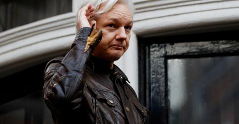 Procuradores dos EUA obtêm indiciamento contra Assange, revela documento de tribunal